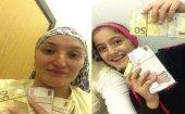Türkiyədə qadın dayanacaqdan 25 min AZN tapdı   - FOTO - VİDEO