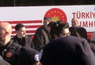 Ərdoğanın mühafizəçisi prezidentin avtobusunun altında qaldı - Video
