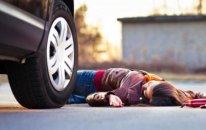 Bakıda ana və qızını maşın vurdu - Ana öldü