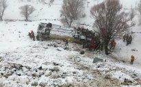 Türkiyədə avtobus uçuruma düşdü: 6 ölü, 74 yaralı