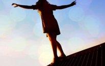 Sevgilisindən ayrılan qız özünü asdı - Bakıda intihar