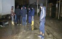 Bakıda su borusu partladı – 10 evi su basdı (VİDEO)