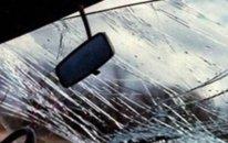 Bakıda avtomobil dirəyə çırpıldı, sürücü öldü