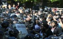 Ermənistanda etiraz aksiyaları yenidən başlayıb - VİDEO