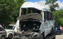 Bakıda mikroavtobus yük maşınına çırpıldı - 10-DAN ÇOX YARALI VAR