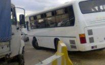 Bakıda ABŞ səfirliyi əməkdaşının avtomobili avtobusla toqquşdu