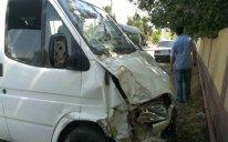 Yevlaxda mikroavtobus qəzaya düşüb, 10-a yaxın yaralı var