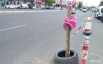 Çökən yolda daha bir avtomobil qəzaya uğrayıb – FOTOLAR