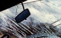 Şəkidə maşın aşdı: 4 nəfər yaralandı, sürücünün xanımı öldü