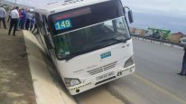 Qaradağda sərnişin avtobusu qəza törədib, xəsarət alan var – FOTO