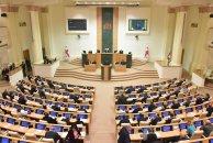 Tbilisidə etirazçılar Gürcüstan parlamentinə girişləri bağlayıblar