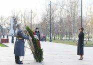 Mehriban Əliyeva Moskvada naməlum əsgərin məzarını ziyarət edib - FOTOLAR