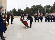Prezident İlham Əliyev Şəhidlər xiyabanını ziyarət edib - FOTOLAR - YENİLƏNİB