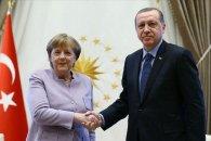 Angela Merkel İstanbula səfər edib