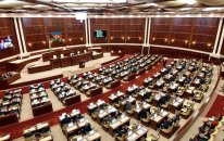 Parlamentin növbədənkənar sessiyasının plenar iclası başladı
