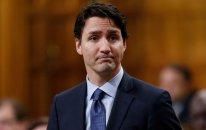 Kanadanın baş naziri öldürülən afroamerikalını diz çökərək yad edib - FOTO