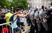 Maradona ilə vida mərasimində azarkeşlərlə polis arasında münaqişə oldu