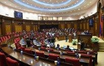 Ermənistan parlamentində dava düşüb  — VİDEO