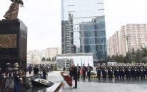 """Prezident İlham Əliyev """"Ana harayı"""" abidəsini ziyarət etdi"""