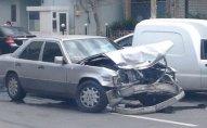 """""""Mercedes"""" hasara çırpıldı   - 71 yaşlı qadın öldü"""