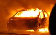 Bakıda minik avtomobili yandı