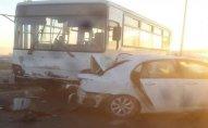 Bakıda avtobus dayanacağa çırpıldı: yaralılar var - FOTO