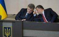Erməni nazir prezident Poroşenkoya 10 min dollarlıq tapança bağışladı