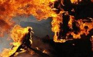 Polisin arvadı oğurluq etdiyi evi yandırıb - Ağdaşda