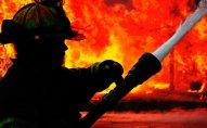 Bakıda 1 yaşlı uşaq yanan evin içində qaldı