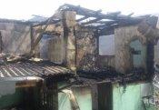 Məktəb direktorunun evi yandırıldı - Foto