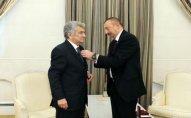 Prezident Xalq Artistinə orden verdi - Foto