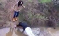 Dünya bu oğlanın qıza qarşı hərəkətindən danışır - VİDEO