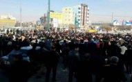 İranda hakimiyyəti dəstəkləyənlərin yürüşü keçirilir