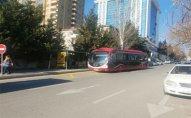 Bakıda bəzi küçələrdə avtobus dayancaqlarının yeri dəyişdirildi – FOTO