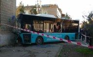 Sumqayıtda avtobus binaya çırpıldı: 20-dən çox yaralı var