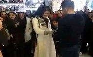 İranda ictimai yerdə evlilik təklifi edən gənc saxlanıldı - VİDEO