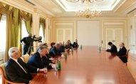 Prezident Nizami Gəncəvi Beynəlxalq Mərkəzinin İdarə Heyətinin üzvlərini qəbul edib