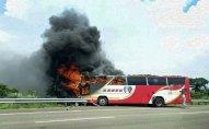 Çində 26 nəfər turist avtobusunda yanaraq ölüb