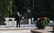 Prezident ümummilli lider Heydər Əliyevin məzarını ziyarət edib
