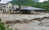 Güclü yağış Gürcüstanda kəndi su altında qoyub