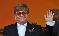 Elton Con Putini ikiüzlülükdə ittiham edib