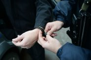 Bakıda 17 yaşlı gənci küçədə bıçaqla hədələyən şəxs saxlanılıb