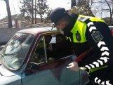Polis sürücülərə tibbi spirt, maska və əlcək payladı