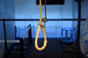 Oğuzda 17 yaşlı qız intihar edib