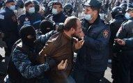 Yerevanda polislə etirazçılar arasında toqquşma olub