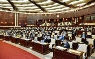 Milli Məclisin deputatları tətilə çıxdı