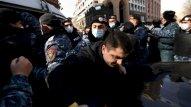 Ermənistanda müxalifət meydanlara axışır
