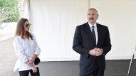 Prezident və birinci xanım açılışda