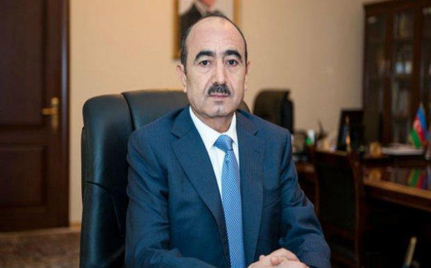 Əli Həsənov jurnalistlərin mənzil bölgüsü barədə iddialarına cavab verib