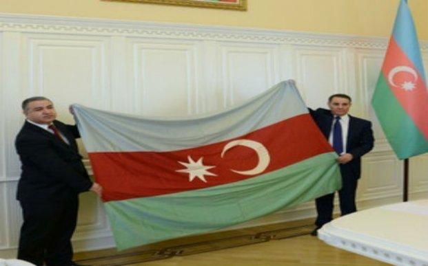Cümhuriyyətin 100 yaşlı bayrağı Bakıya gətirildi